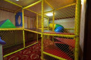Игровая комната с воспитателем.