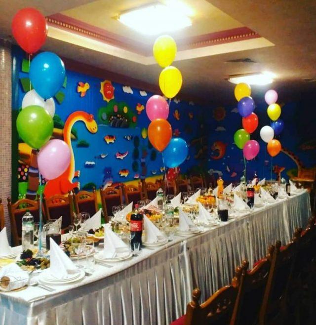 Ресторан с детской комнатой. Дитяча кімната з вихователем.